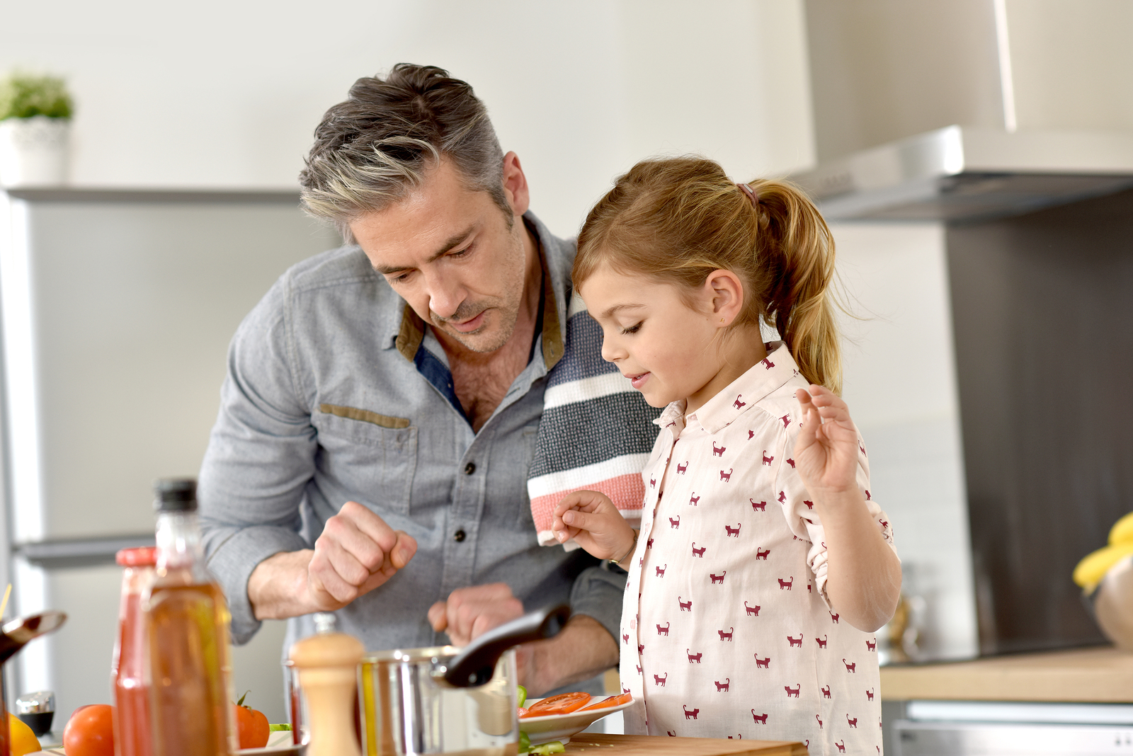 bigstock-Father-with-little-girl-cookin-122791091
